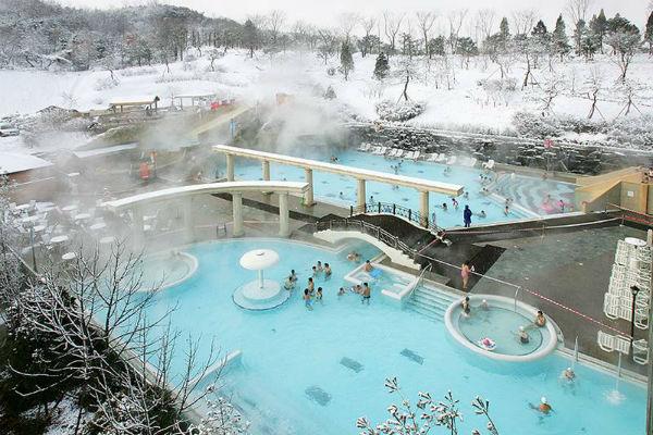 Ngâm mình trong suối nước nóng tuyệt đẹp ở Hàn Quốc