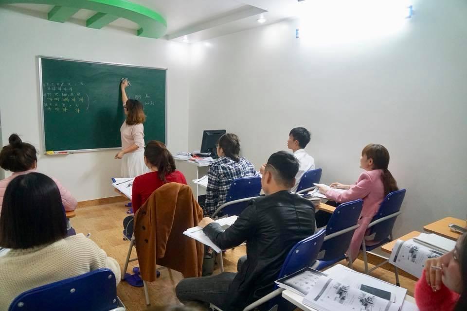 Hình ảnh lớp tiếng Hàn ca sáng