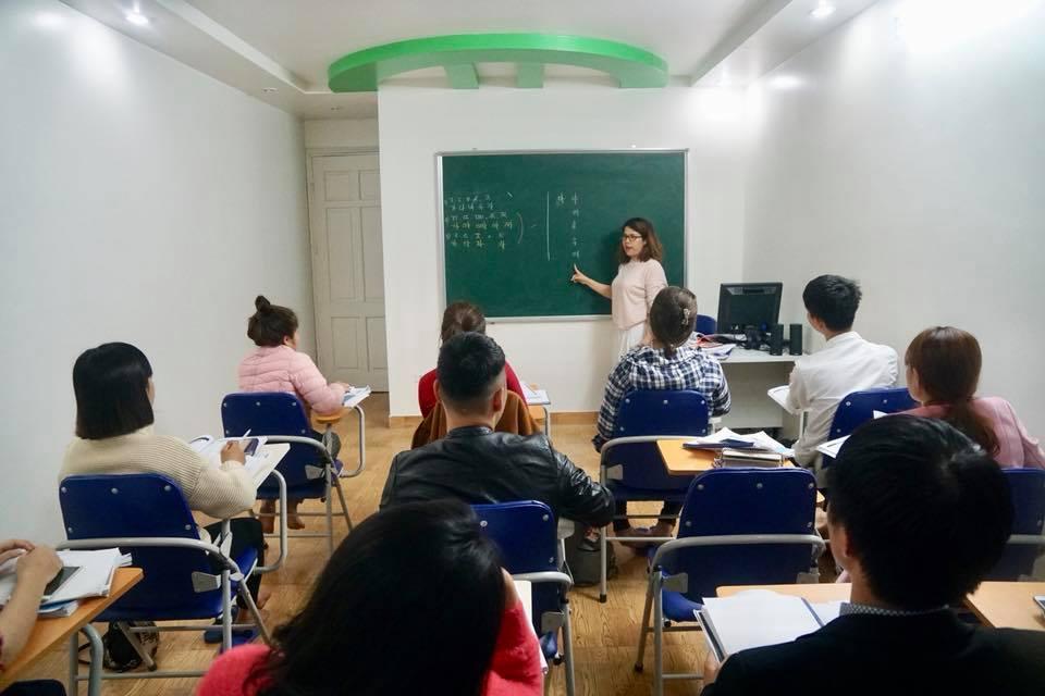 Hình ảnh lớp tiếng Hàn ca sáng ở Hải Phòng