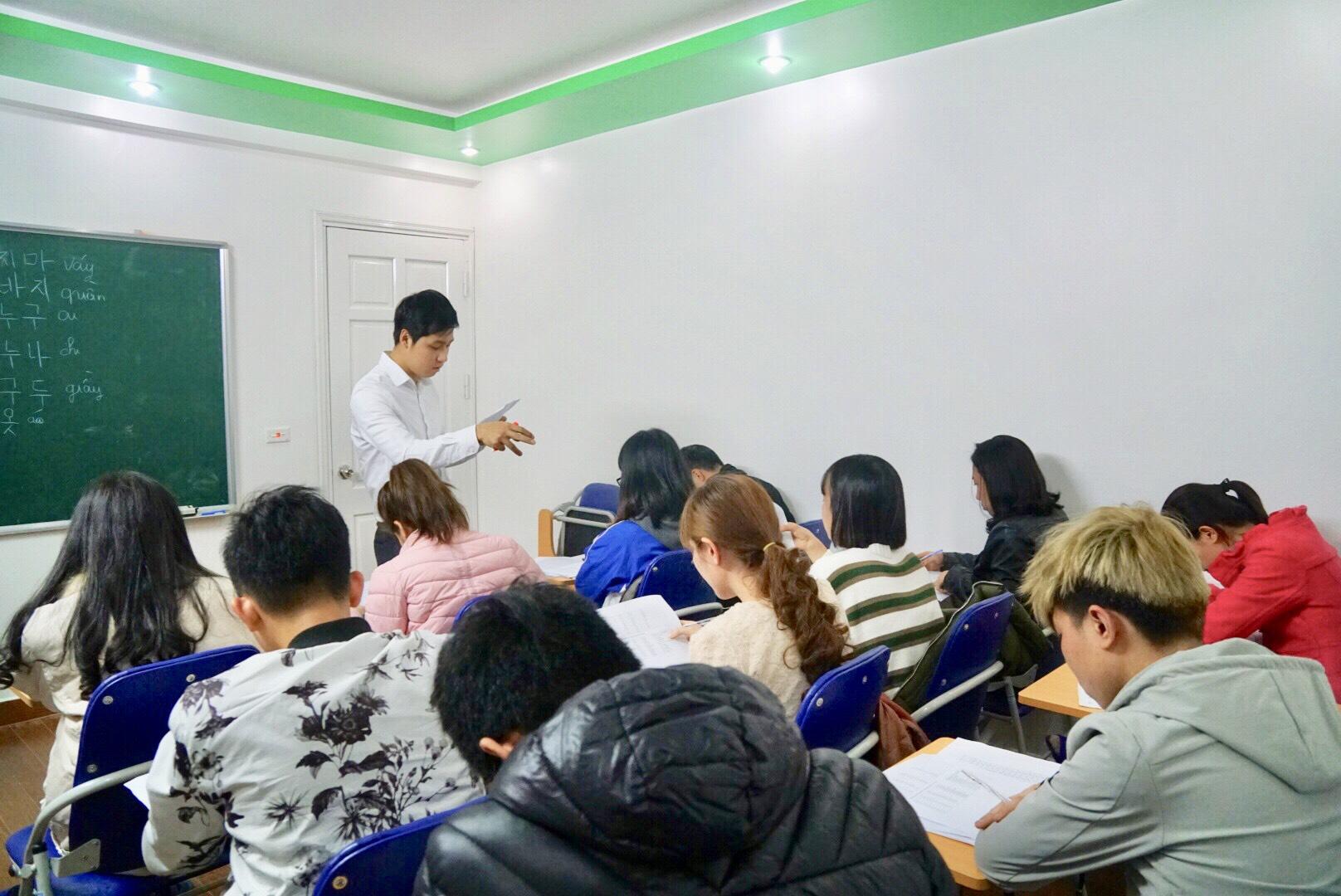 Hình ảnh lớp tiếng Hàn du học