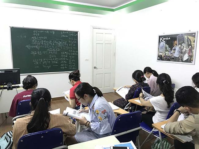 Lớp tiếng Hàn sc2 tại trung tâm